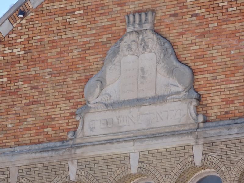 Disciples Ministry Church (originally Mikro Kodesh Synagogue) - closeup of facade